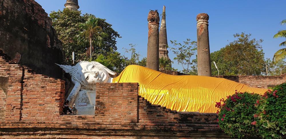 wat yai chai mongkhol statue  bouddha