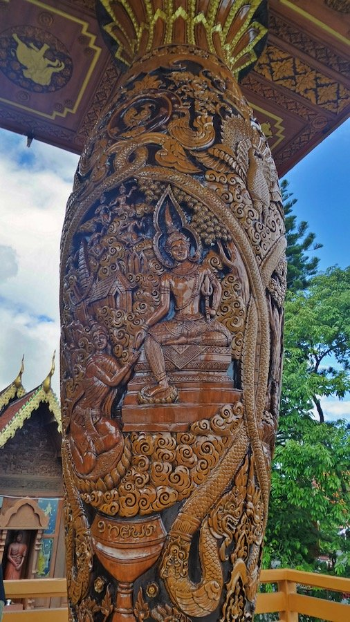 sculpture bois temple doi suthep