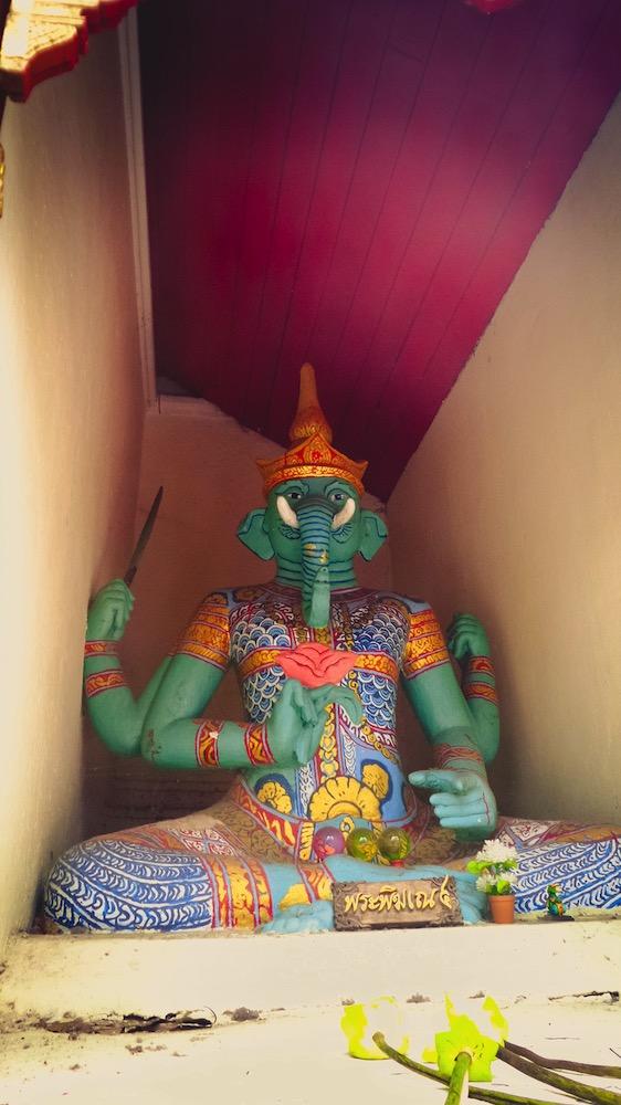 wat-prathat-doi-suthep-chiang-mai-statue-elephant